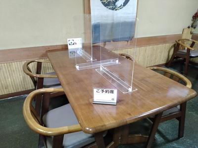 テーブル席.jpg